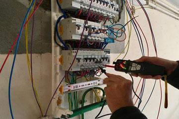 Dépannage électrique par Arnaud, électricien. Recherche de panne dans le tableau électrique à Albertville
