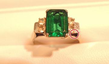 脇石のダイヤを留める部分の修理を行いました。