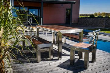 Edelstahl Gartenmöbel Holzflächen Terrasse Pool