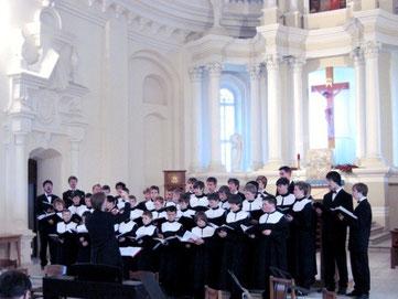 Der Wiesbadener Knabenchor auf der Litauen-Konzertreise 2007 in Siauliai
