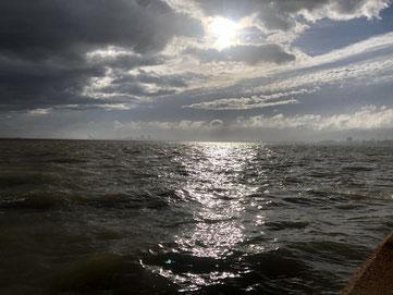西宮鳴尾浜の海