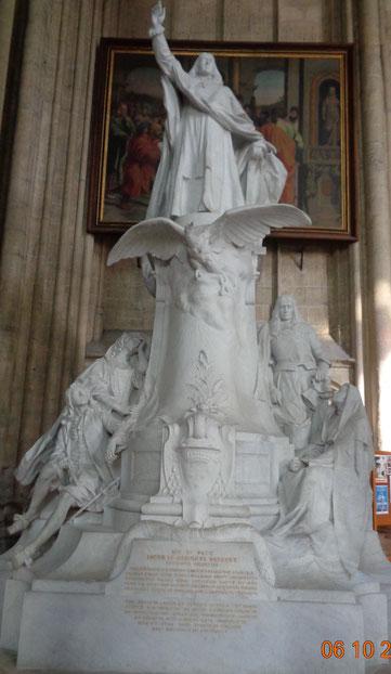 Momument dédié à Bossuet
