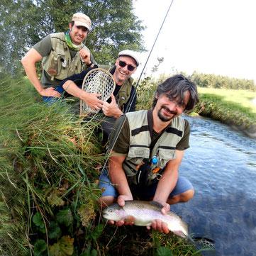 Kursteilnehmer der Fliegenfischerschule Allgäu