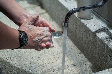 lavage des mains à la menuiserie Lethu pour lutter covid 19