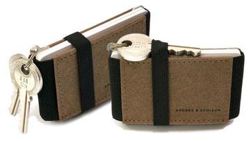 kleiner Geldbeutel mit Schlüsselanhänger braun schwarz Papierleder ohne Leder