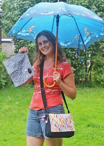 Myriam et son sac messager personnalisé selon ses goûts