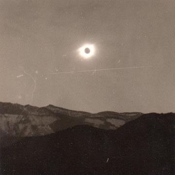 Eclipse totale de soleil photographiée à Digne en 1961