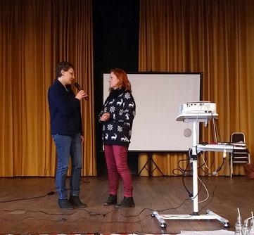 Marion vom Team Tiertafel RheinErft e.V. mit Claudia Ludwig