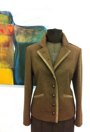Jacke aus 100% Schurwolle mit Ziegenvelourkanten
