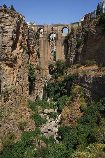 Photographie, Espagne, Andalousie, villages blancs, serrania de Ronda, Ronda, canyon de Guadalevin, architecture, puente nuevo, vert, blanc, bleu, matière, couleurs, voyages, vacances, Mathieu Guillochon.