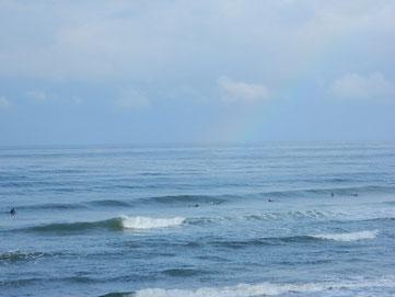 うっすら虹が写っています。
