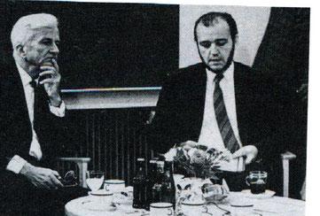 Der ehemalige Diakonie-Direktor Arnulf Baumann im Gespräch mit dem damaligen Bundespräsidenten Richard von Weizsäcker in Wolfsburg