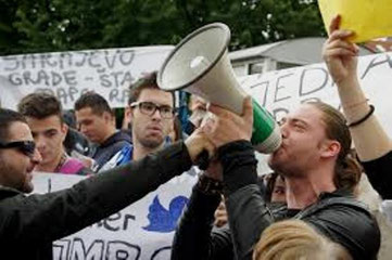De daglige protester i Sarajevo mod regeringen