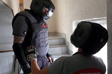 SC Int'l - Street Combatives - Kontaktmanagement - Kommunikation - Deeskalation - Szenariotraining - Spartan Training Gear