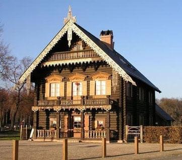 Kolonie  Alexandrowka, Potsdam - Holzhäuser mit Blockhausoptik - Blockbohlenhäuser