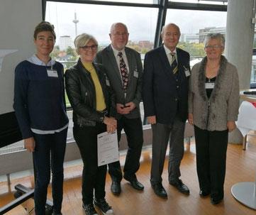 Foto der Preisverleihung  vom Freundeskreis der Stadtbibliothek Hattingen