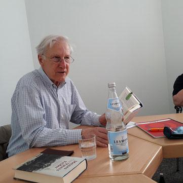 "Hans-Jürgen Schmelzer liest  aus ""Meines Vaters Felder"". Foto: D. Welker"