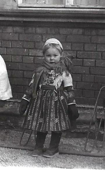 Kinderzampern in Hoyerswerdaer Tracht- eine eher ungewöhnliche Kombination der Accessoires... Bild: Susann Wuschko