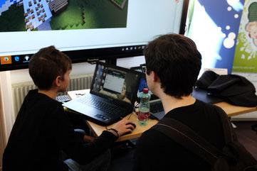 Schüler vor Laptop