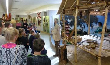 Gruppe von Museumsgästen