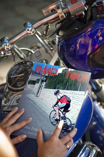 """""""Titelbild des RMC Tour Magazins"""""""