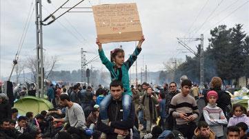 Protesta de refugiados en Idomeni pidiendo que se abra la frontera con Macedonia. Daniel Mihailescu, AFP