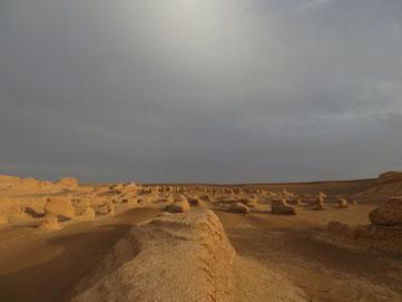 Einer der wenigen schönen Momente vor dem Sandsturm zwischen den kleinen Kaluts