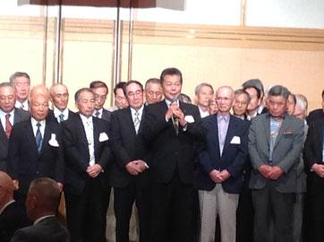 卒業半世紀組を代表して挨拶をされる昭和39年機械卒の川上剛男氏
