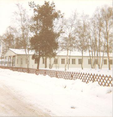 Ansicht der ehemaligen Kommandantur im Eingangsbereich in das Gewerbegebiet. Foto: Heinrich Süß, Januar 1979