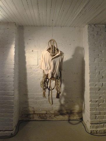 """Emma Grün All rights reserved, Objekt in der Ausstellung """"Plastik"""", 2013, Galerie Bauchhund"""