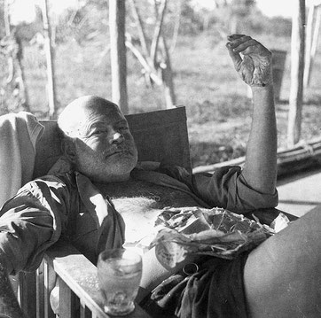 Nach zwei Bruchlandungen.  Foto: Ernest Hemingway Collection. John F. Kennedy Presidential Library and Museum, Boston