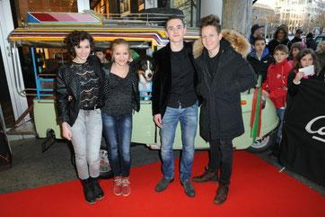 Valeria Eisenbart, Neele Marie Nickel, Timmy der Hund, Quirin Oettl, Justus Schlingensiepen © 2014 Constantin Film Verleih GmbH