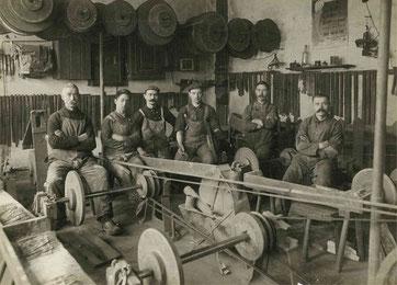 1936 год - рабочие на первом заводе
