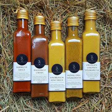 Wiedemer Vinaigretten und Saucen: Barbecue Sauce, Balsamico Crema, Knoblauch Senf Sauce, Honig-Dill- und Orangen-Limomen-Vinaigrette.