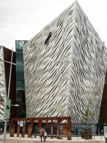 Das neue Titanic-Museum - in Form eines Schiffsrumpfs