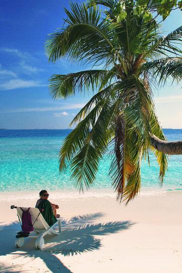 Relax and enjoy life at Bandos Island - That one time I got invited to the Maldives © Sabrina Iovino | via @Just1WayTicket