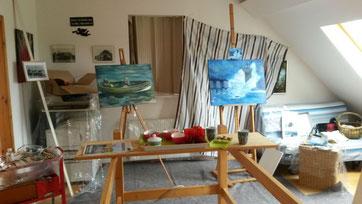 Workshop Mai 2015, so sieht's aus, wenn gearbeitet wird. Die Sonne wird ausgesperrt, die Wände und der Boden abgedeckt und die Süßigkeiten bereitgestellt....