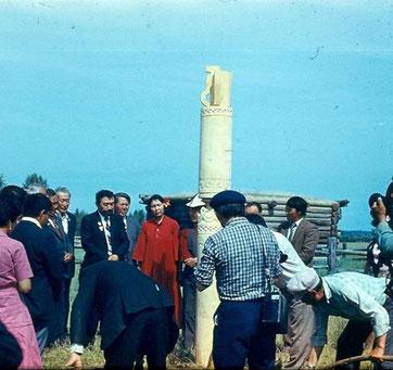 Водружение Сэргэ-Коновязи в усадьбе родителей поэта в честь прибытия писателей Казахстана 1983г.