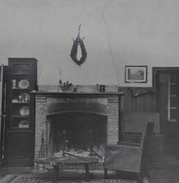 Intérieur de la cabane de Fabulet, Photographie anonyme, source André Renaudin, Louis Fabulet traducteur de Kipling, 1980