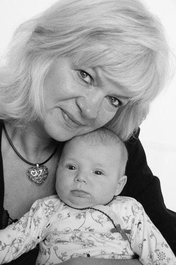 Heidi und Enkelkind