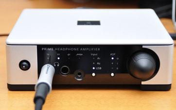 電源ボタンを長押しすると、LEDの点灯が白から緑に変わり、ヘッドフォンアンプ専用モードに切り替わる。
