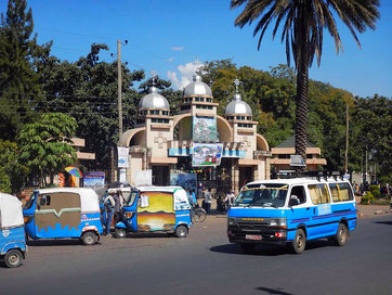 ©Textes et Photos Pascal Mawuli Macé_Voyager_en_bus_Mawuli-Ethiopie_Bardar_Eglise_St Georges_Ethiopie_tuc tuc_badjaj
