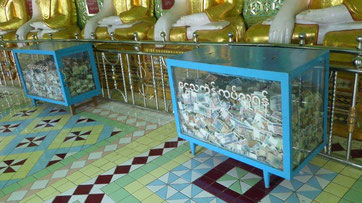 Bild: Geldschreine im Tempel zur Finanzierung der Tempelrestaurierung