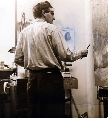 Lyn working at his studio in Myrtle Beach. Photo courtesy Of Christopher Ott