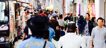 富士宮やきそばなどのB級グルメが立ち並ぶ