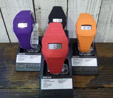 出勤前のサーフィン必需品な時計です!¥4,000+Tax       余計な機能は付いてませんが至ってシンプルで軽いです。
