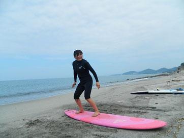 波が無い時間にしっかりパドリング練習と陸上トレーニングのスクール