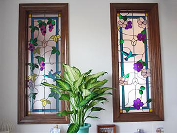 鳥と花とぶどうのステンドグラス