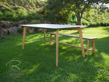 Eiche Esstisch massiv mit eleganter Schweizer Kante, mit schrägen Eiche Tischbeinen, cappuccino Schichtstoff HPL als Tischplatten Auflage