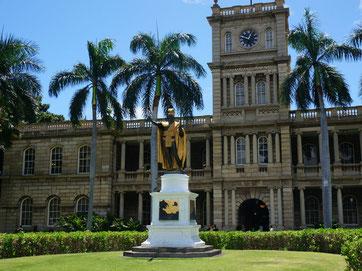ハワイ 日本語ガイド付き貸切チャーター オアフ タクシー観光 ホノルルダウンタウン カメハメハ大王像